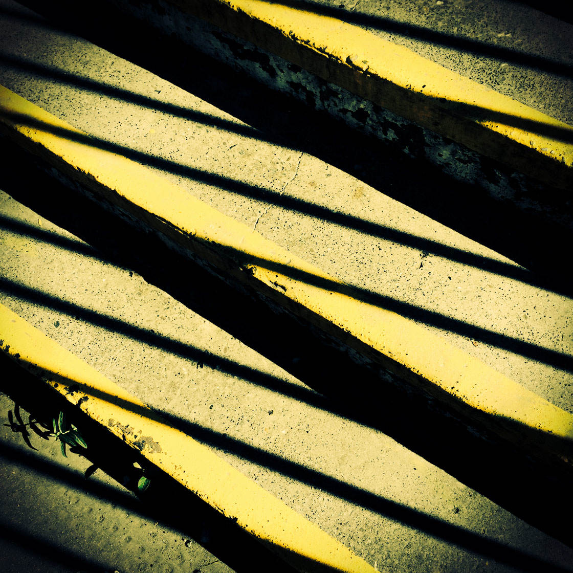 Abstract iPhone Photos 11 no script