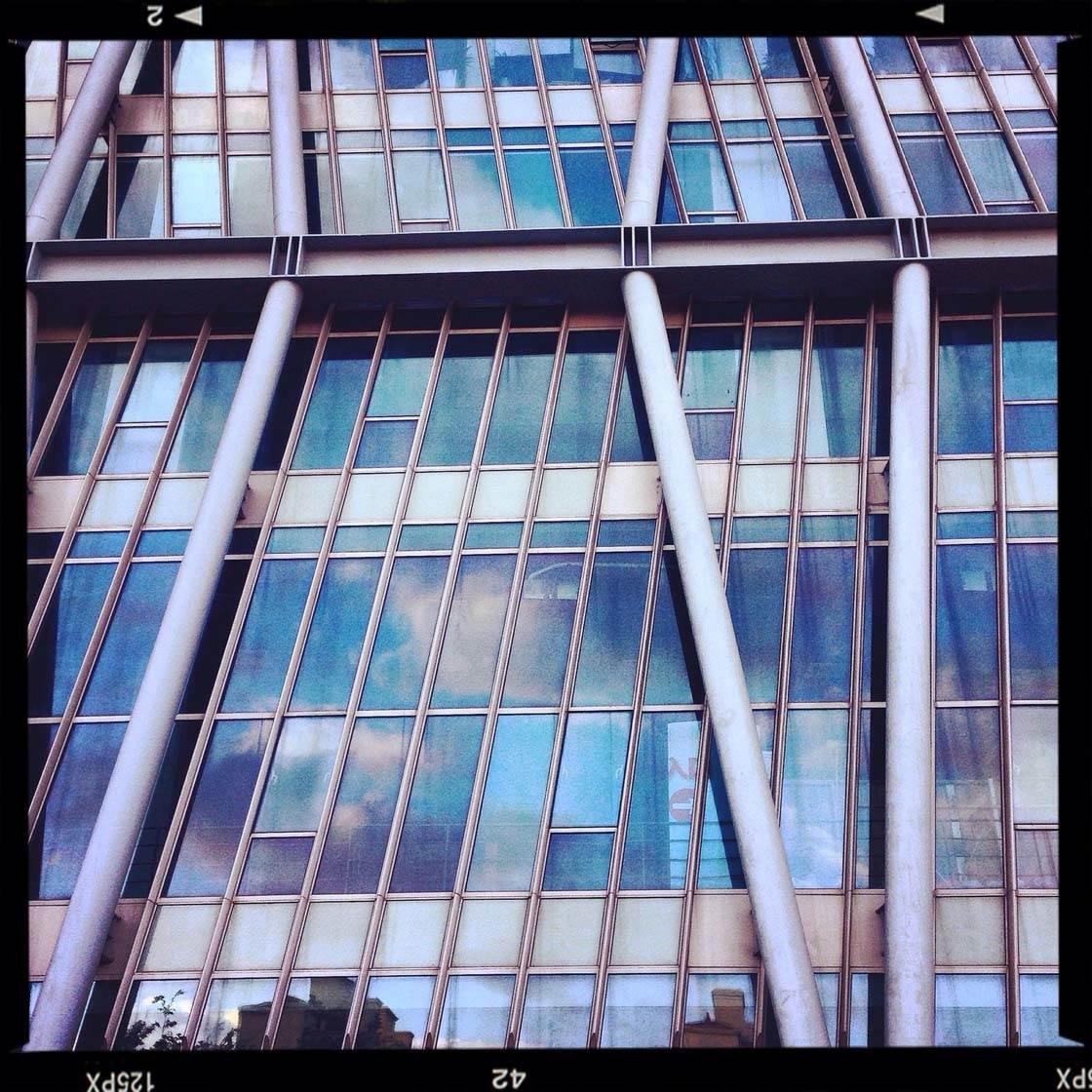 iPhone Photo Buildings 8 no script